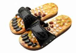 Массажные тапочки Casada - чёрный/крокодил лак